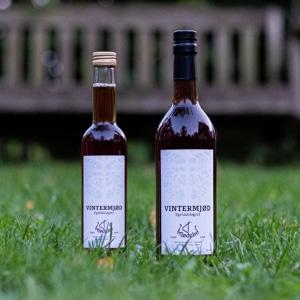 To flasker vintermjød fra mjødgård