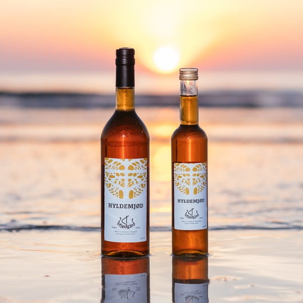 To flasker hyldemjød fra Mjødgård