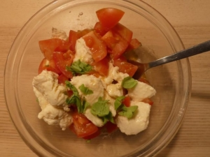 Tomatsalat med mjødmarineret mozzarella
