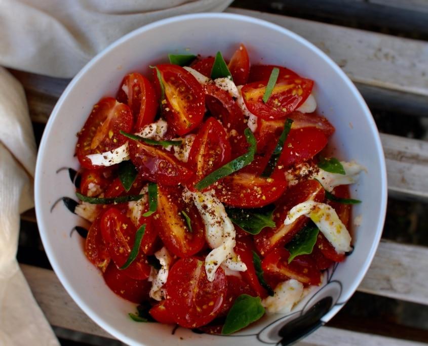 tomatsalat-med-mjoedmarineret-mozzarella